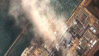 Nouvelles fumées à Fukushima, la pluie perturbe les opérations de secours